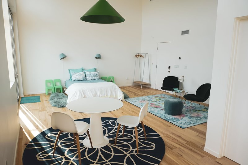 Spacious Canyon View Suite, walk to town & trails, holiday rental in Topanga