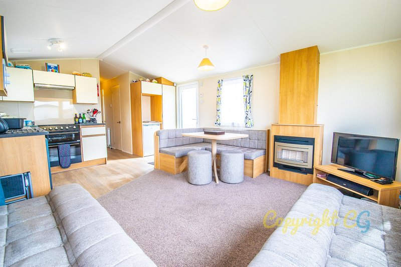 SBL10 - Camber Sands Holiday Park - 3 Bedroom - Sleeps 8 - Private parking, holiday rental in Rye
