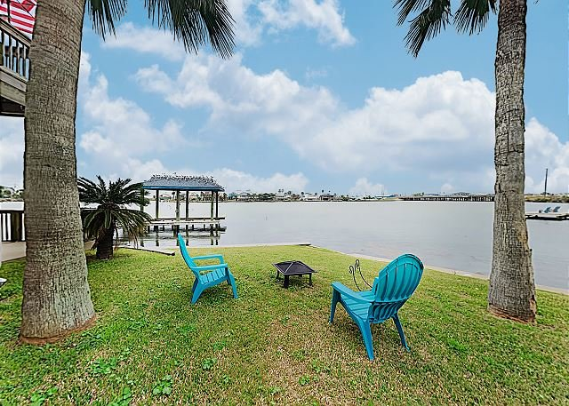 New Listing! Bayfront Home w/ Deck, Covered Patio & Fishing Pier, Near Beach, holiday rental in Bayou Vista