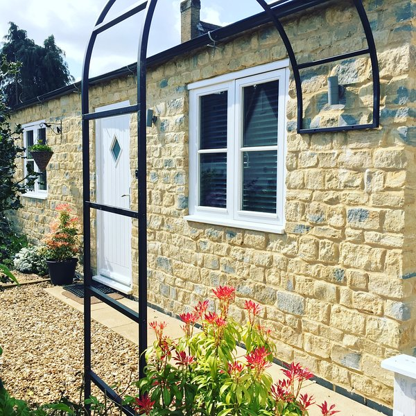 The Dovecote Cottage - Stoke Bruerne Canal Side Holiday Cottage, aluguéis de temporada em Northamptonshire