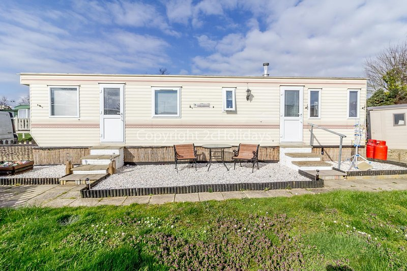 Homely caravan just a short walk to Hembsy beach in Norfolk ref 00036BA, location de vacances à Great Yarmouth