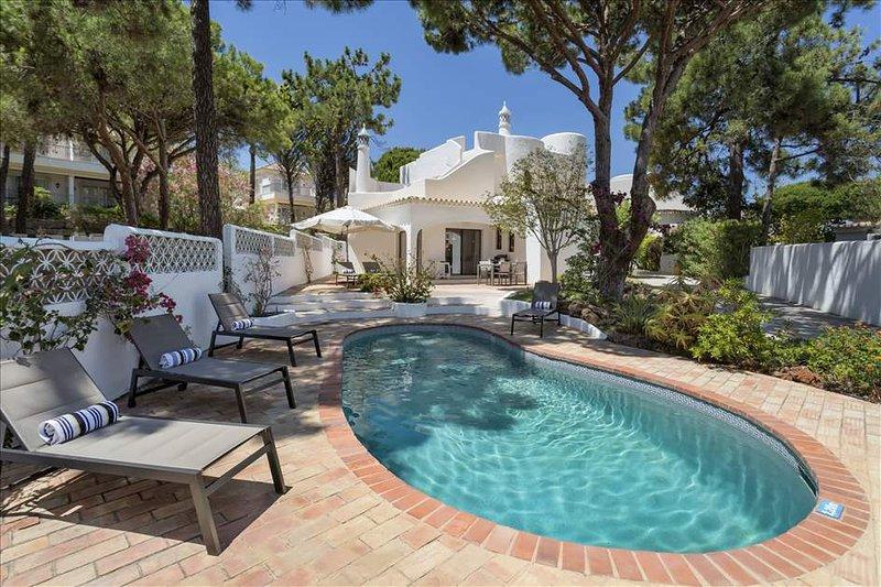 Casa1, Vale de Garrao, Private pool, 3 bed, 3 bath, 12 min. walk from beach, alquiler de vacaciones en Vale do Garrao