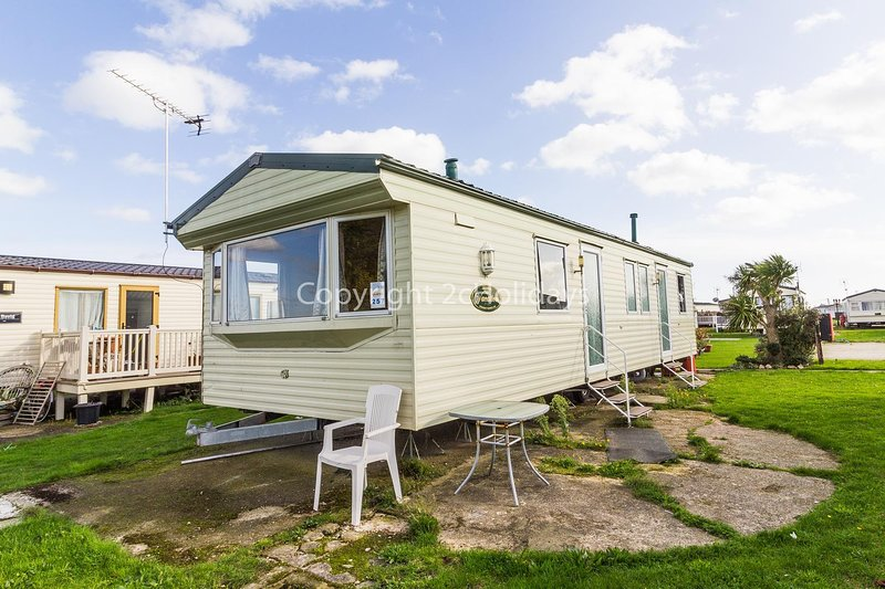 Homely caravan on a great family holiday park.