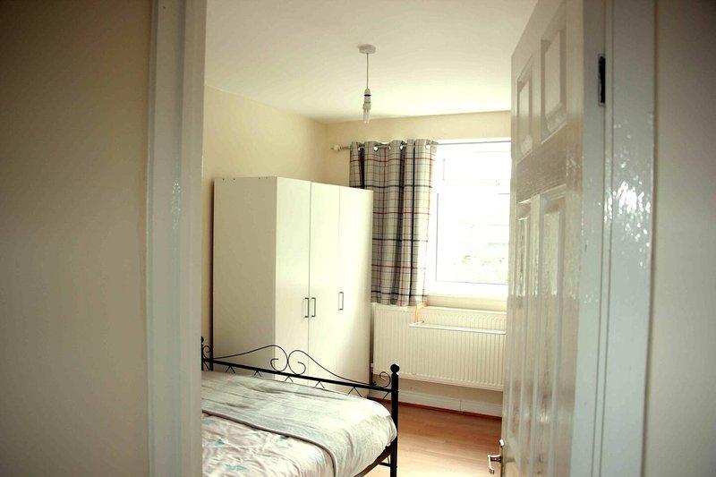 Yobel Berks Premium Apartment - 2 Beds, holiday rental in Slough