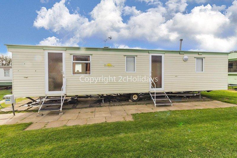 8 berth dog friendly caravan for hire by the beach in Norfolk ref 50058H, alquiler de vacaciones en California