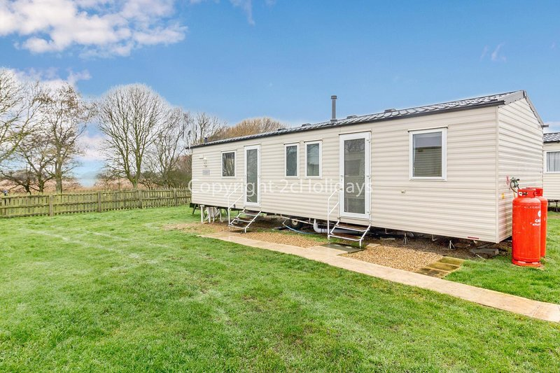 Spacious dog friendly caravan for hire at Kessingland park, Suffolk ref 90013SG, Ferienwohnung in Henstead