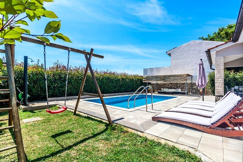 Villa Gortan - 3 bedroom pool house for max 7 people, casa vacanza a Marcana