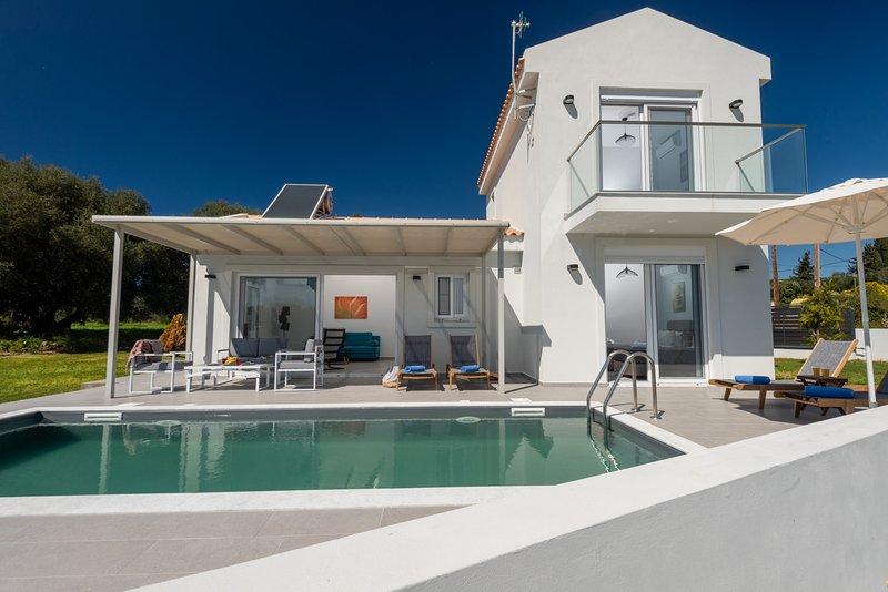Sole Mare villa Pessada 2 bedroom with private pool & sea views, holiday rental in Argostolion