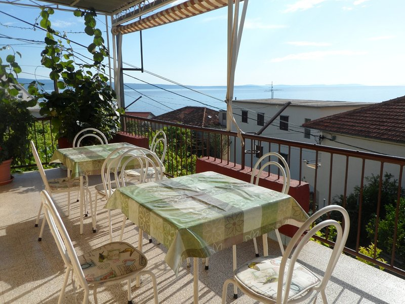 Apartment Belo -Two-Bedroom Apartment with Terrace and Sea View, alquiler vacacional en Krilo Jesenice