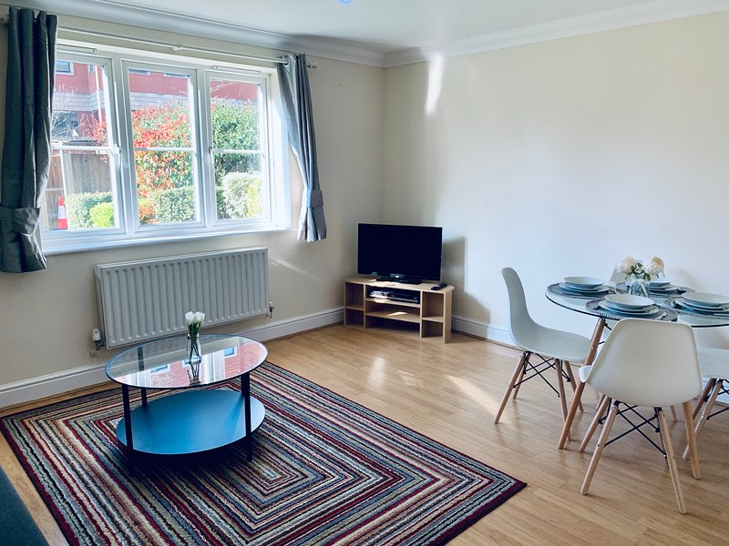 Sarah Luxurious Apartments Close to Windsor , Eton & Heathrow, holiday rental in Slough