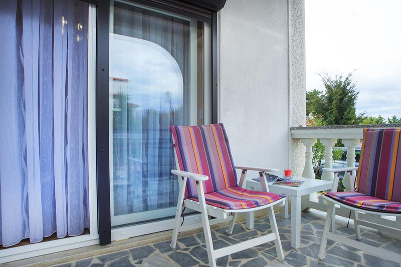 Milcetici Apartment Sleeps 2 with Air Con - 5835284, holiday rental in Milcetici