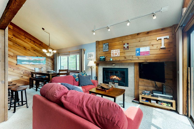 Spacious lodge-style duplex near hiking, skiing, and more!, vacation rental in Wildernest