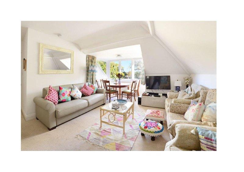 Rainbow DE LUXE 3BR apartment sleeps up to 9, vacation rental in Ferndown