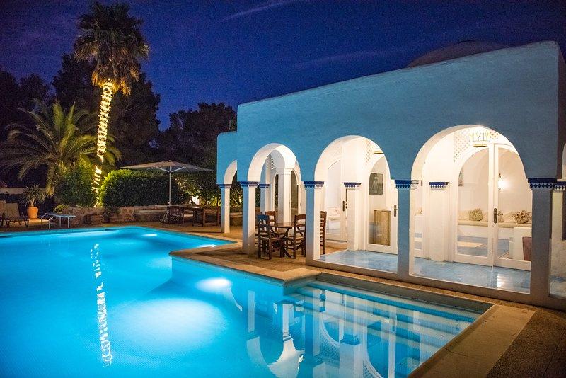 ⭐⭐⭐⭐⭐SANITIZED Villa, 8BR, Sea views, walk to the beach, entertainment, alquiler de vacaciones en Santa Eulalia del Río