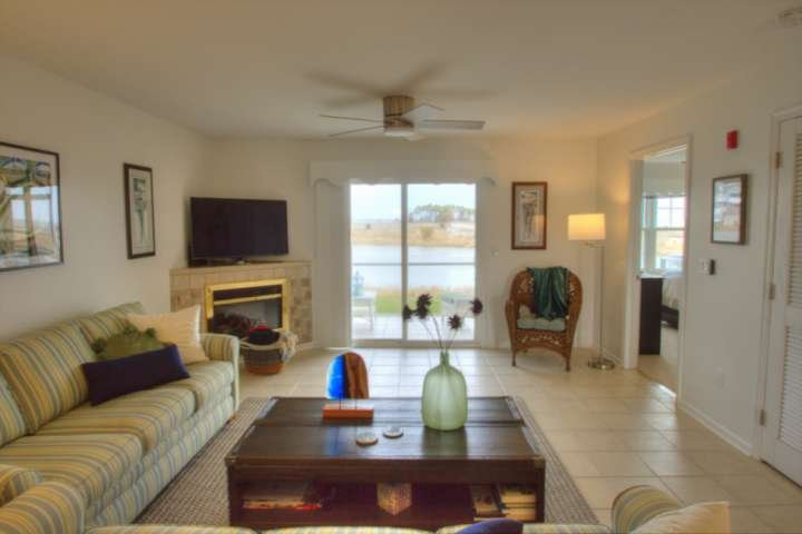 First Floor Contemporary Updates with Top Bay View, Pools, Tennis and Free Activ, holiday rental in Oak Orchard