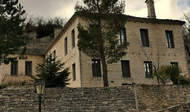 VILLA ZAGORI / THE SILVER HOUSE, holiday rental in Zagorohoria