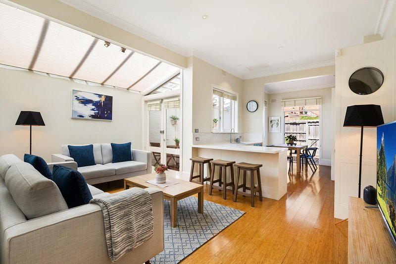 2-Bed House With Patio Near Bars and Restaurants, holiday rental in Toorak
