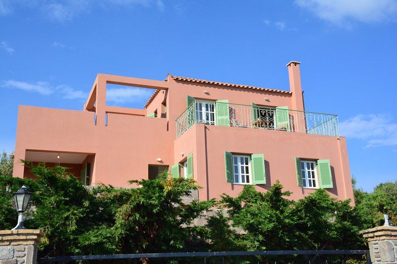 Casa Opale by Upgreat Hospitality, holiday rental in Sfentouri
