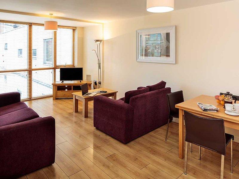 IDEAL LOCATION-BALLSBRIDGE 2BR-2BA APARTMENT!!, holiday rental in Howth