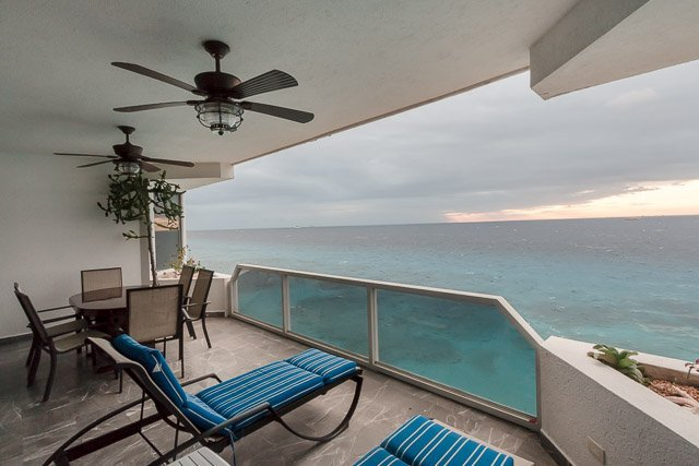 Puesta del Sol 6N - Oceanfront Living, Gorgeous Sunsets, Close to Town, holiday rental in Cozumel