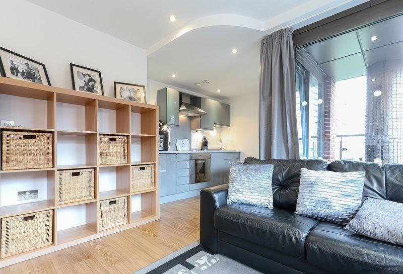 Chic Central Apartment With Balcony, aluguéis de temporada em Leeds