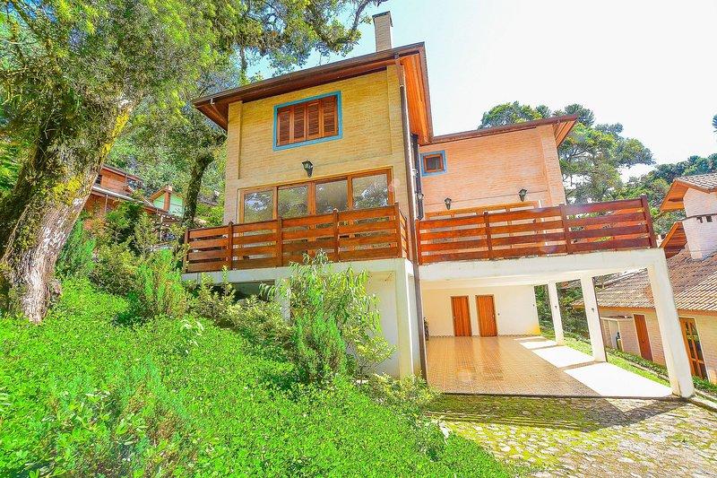 Linda e espaçosa casa em Monte Verde, aluguéis de temporada em Monte Verde