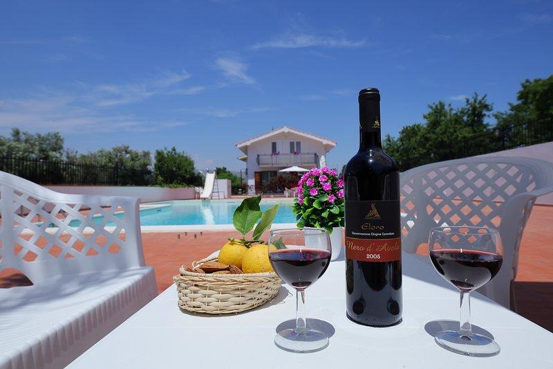 Villa Rossitto con piscina - Apartement 5+2 with pool 1°P, holiday rental in Noto