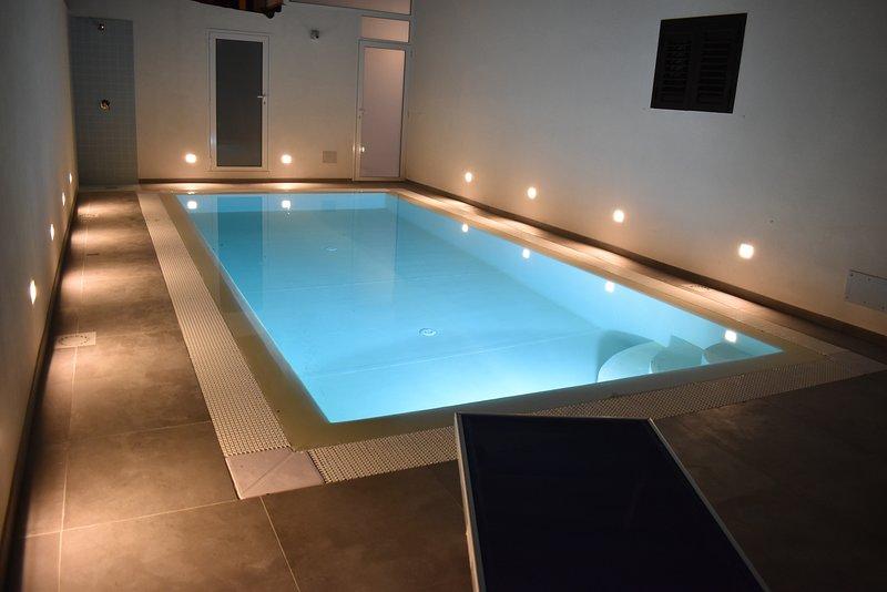Appartamento con Piscina e grande Terrazza Vista Mare, holiday rental in Marina di Ragusa