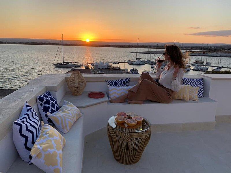Luxury Apartment with Terrace with Stunning Sea View - Ortigia, Ferienwohnung in Isola di Ortigia