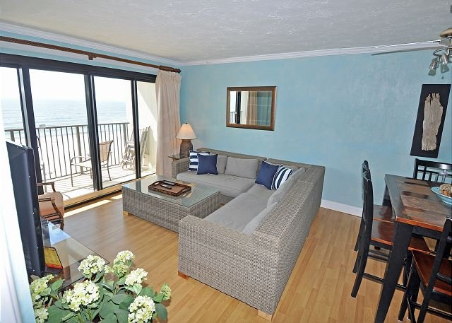Oceanfront in Springs Towers 3BR/2BA. One block from Cherry Grove stoplight, vacation rental in North Myrtle Beach