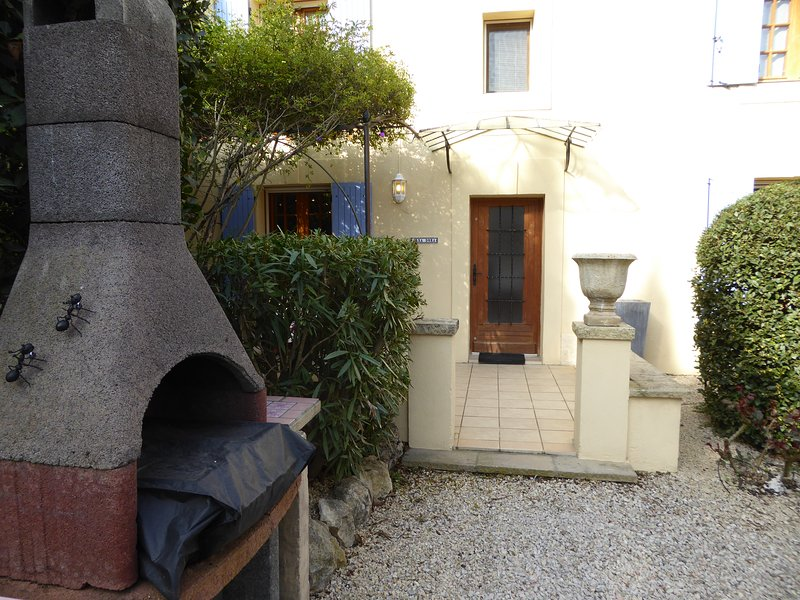 Casa Dora at Mas Saint Antoine 2bed 2bath sleeps 4, holiday rental in Barbentane