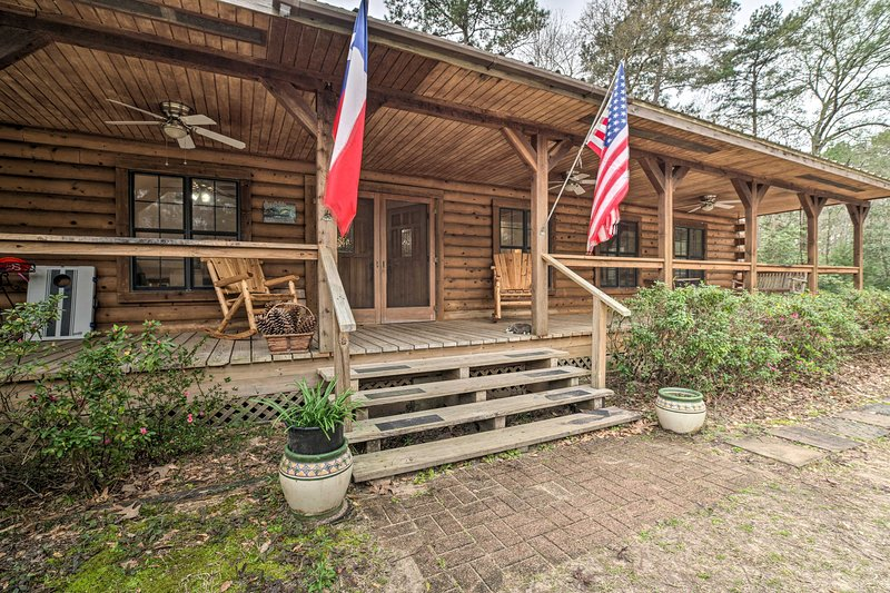 Secluded Texas Getaway w/ 25 Acres & Private Yard, holiday rental in Coldspring