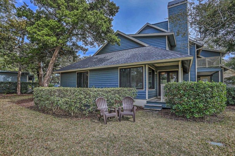 Myrtle Beach Retreat w/ Ocean Access & Porch!, holiday rental in Arcadian Shores