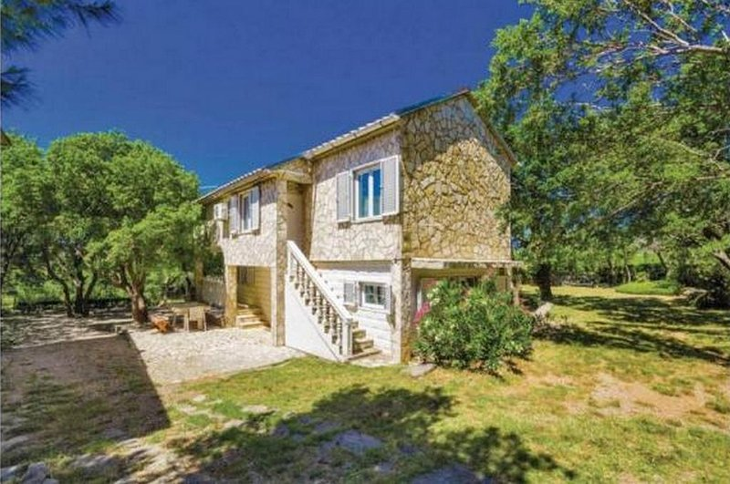 Matic Podi Holiday Home Sleeps 9 with Air Con - 5835289, Ferienwohnung in Ribarica
