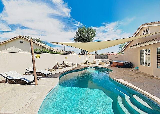 Stylish Private Getaway with Private Pool, Hot Tub & Firepit 3BR #259114, aluguéis de temporada em California Desert