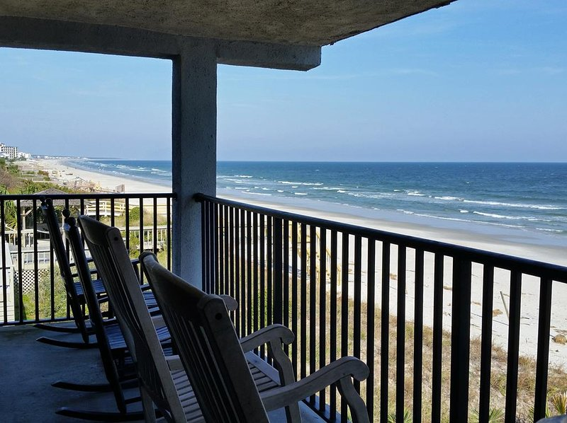 Oceanfront Condo, Spectacular Balcony View, Elevator, 2 Pools, Creek Dock, Gated, alquiler de vacaciones en Pawleys Island