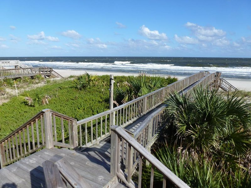 Oceanfront Beach House, Private Boardwalk/Sundeck, Sunroom w/View, Dog Friendly, alquiler de vacaciones en Pawleys Island