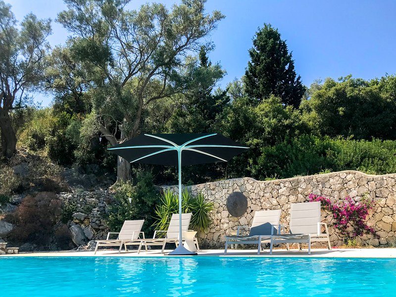 Luxurious Villa Amadeus with Pool in the Heart of Nature, vacation rental in Fterno