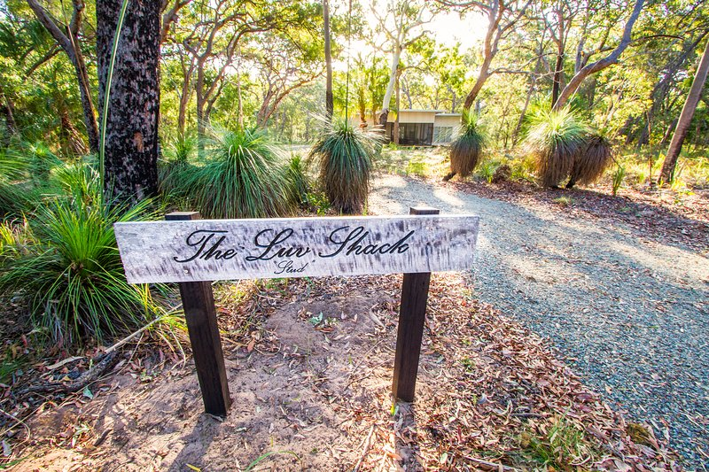 THE LUV SHACK Bushland hideaway, holiday rental in Deepwater