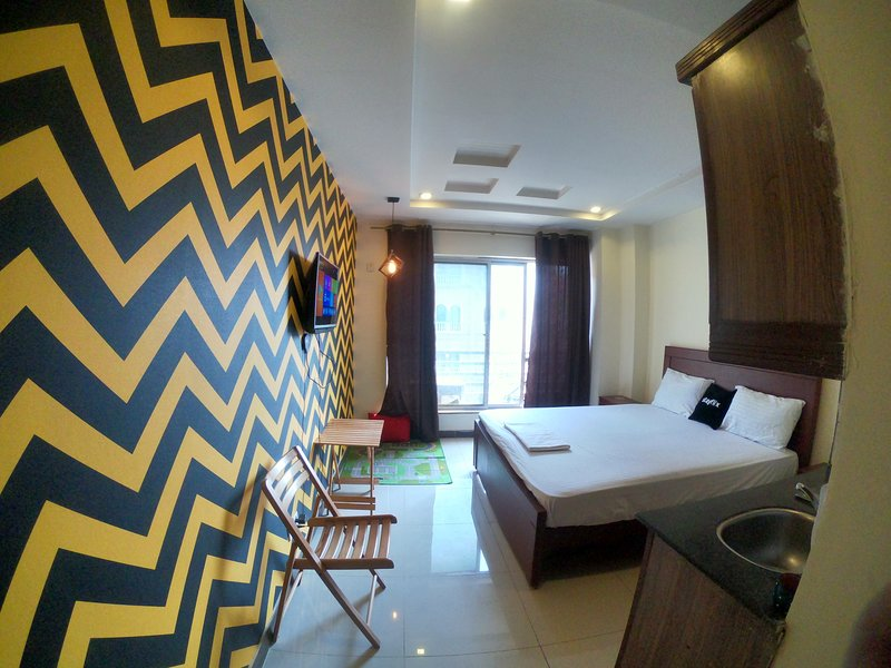 1 Bedroom Apartment, Netflix, Bahria, location de vacances à Punjab Province