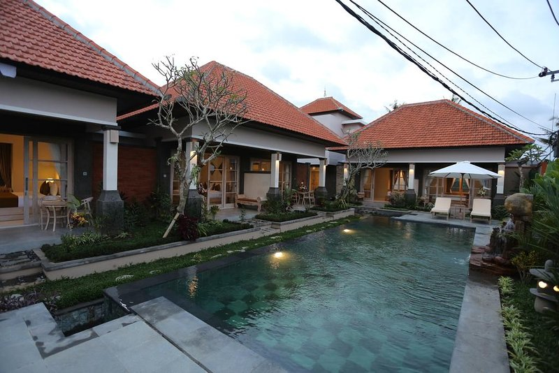 6 BR House with Private Pool + Breakfast W/Lovely Staff  (uma D37), holiday rental in Bedulu