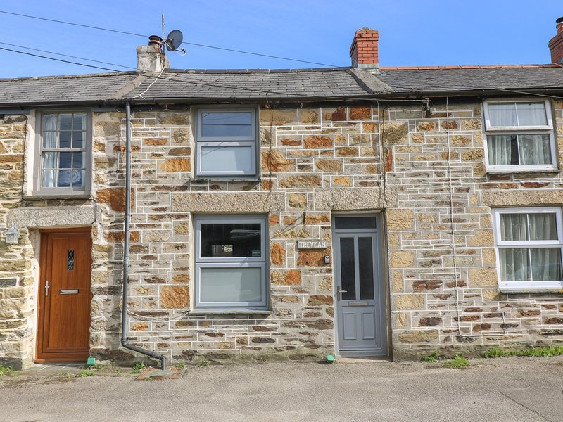 TREVEAN character cottage one mile from beach, woodburner, two pets welcome, vacation rental in Illogan