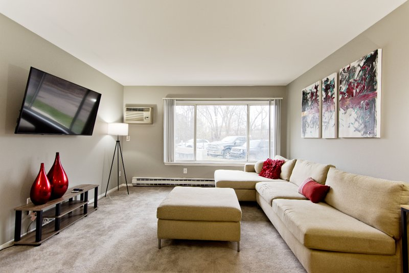Modern Downtown Royal Oak Suite, holiday rental in Clawson