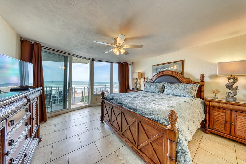 First Floor Ocean Front Dog and Family Friendly Condo, location de vacances à Daytona Beach Shores