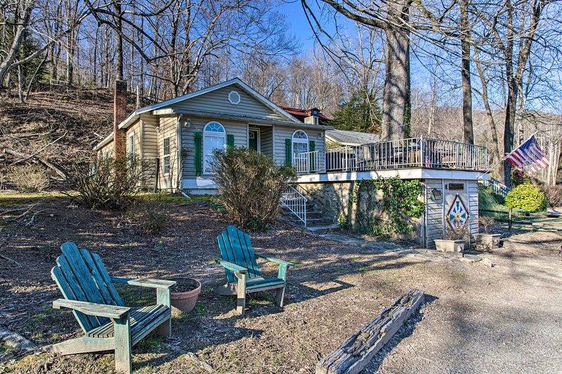 NEW! Lake Cottage <1 Mi to Chimney Rock State Park, holiday rental in Chimney Rock