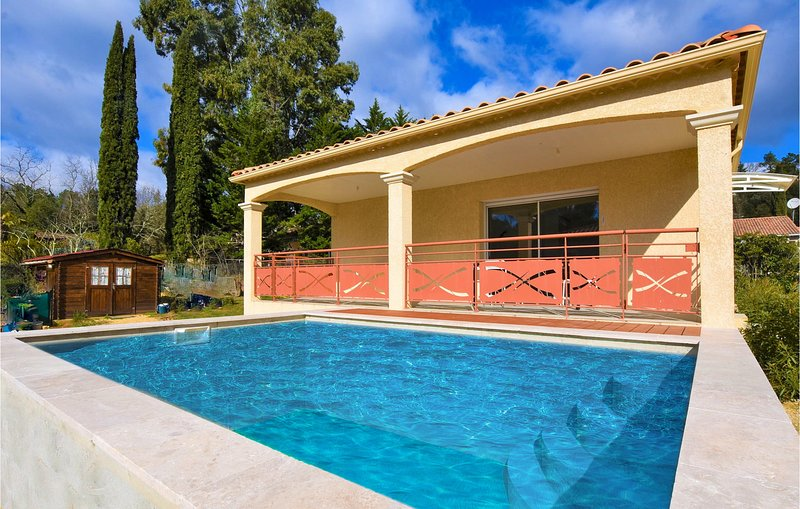 Nice home in Salavas with Outdoor swimming pool, WiFi and Outdoor swimming pool, vacation rental in Vagnas