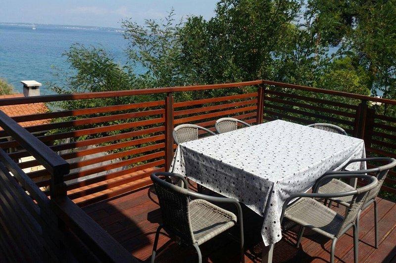 TK SA1 potkrovlje(2+1) - Preko, holiday rental in Preko