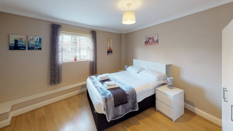 Bright 2 bedroom Apartment, Castle Walk (BookedUK), aluguéis de temporada em Chipping
