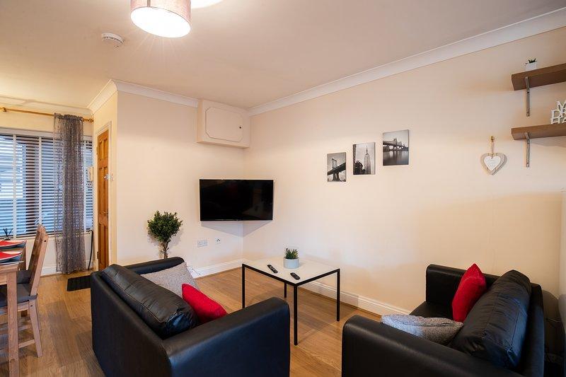 Bright 2 bedroom Apartment, Castle Walk (BookedUK), holiday rental in Elsenham