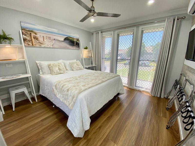 STYLISH UNIT – PRIVATE ENTRANCE – CLOSE TO DREAMWORLD – GOLD COAST, holiday rental in Macleay Island